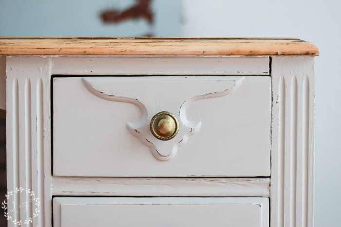 diy-farmhouse-style-desk-makeover-how-to-close-up