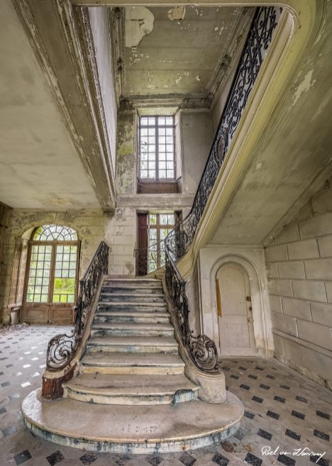Chateau-Des-Singes-2.jpg
