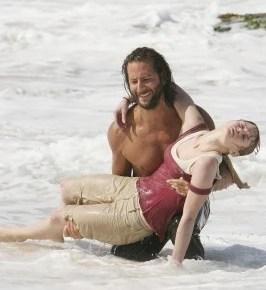 Desmond salva a Claire de morir ahogada