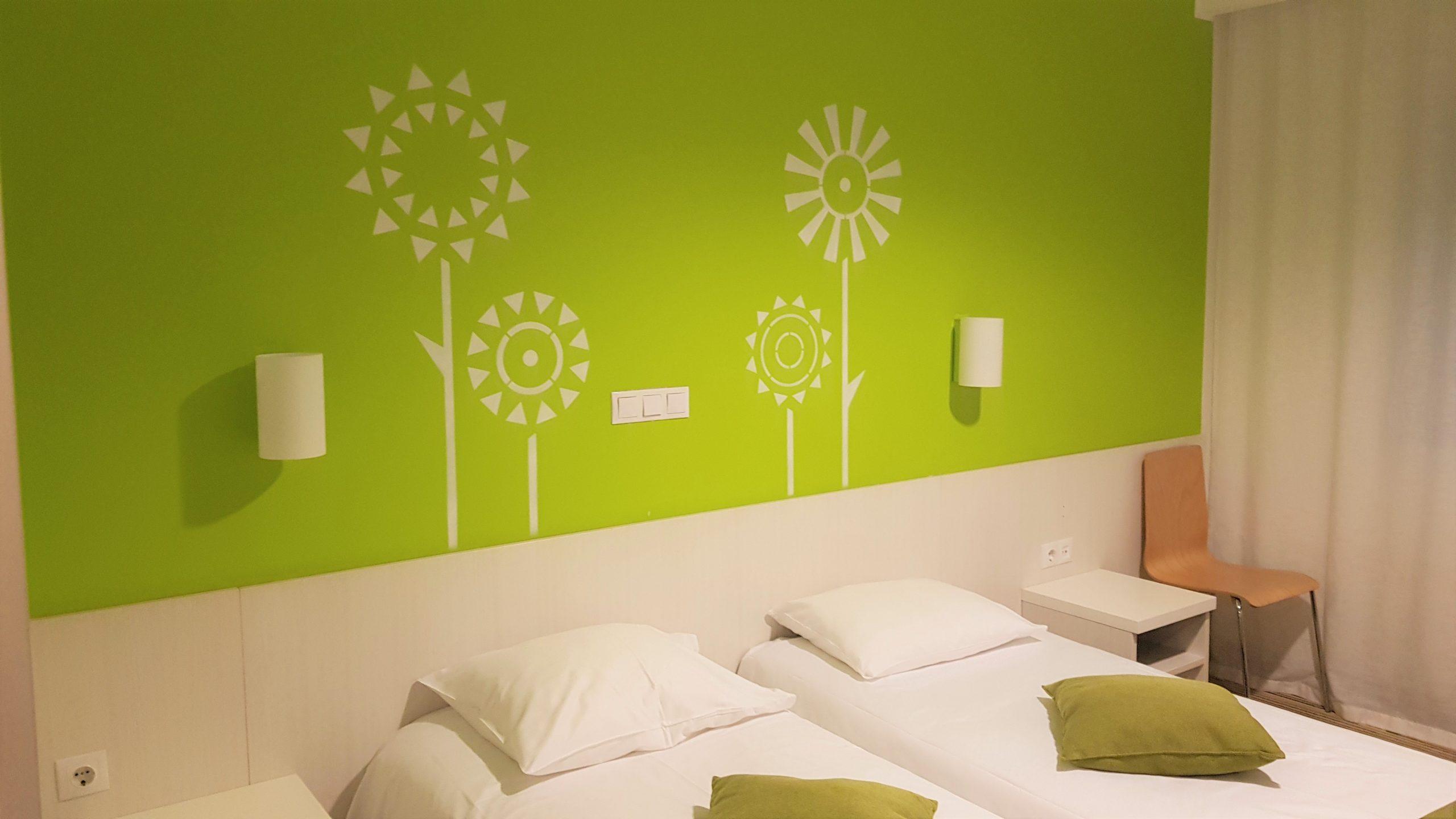 Interior de la habitación del hotel tallink express