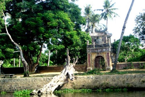 Hue 1 Day Tour to Sinh Village