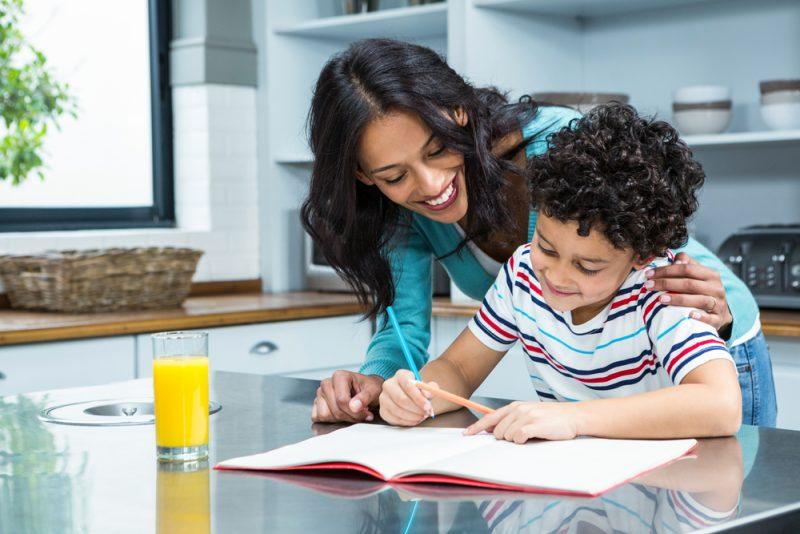 hoe school ondersteunen bijles oefenen thuis