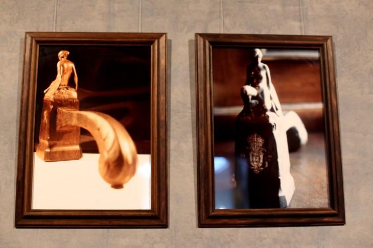 Detalj startpunkt. Två fotografier i varsin ram. Foto: Calle Holck