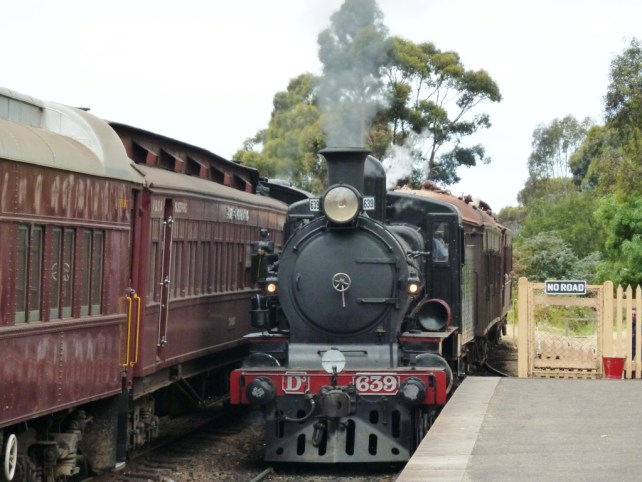 Image of the Victorian Golfields Railway engine arriving at Maldon station