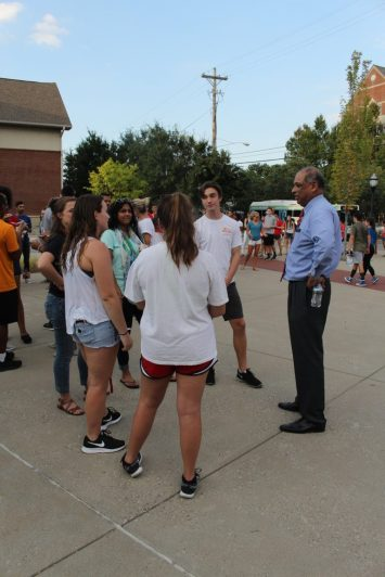 Students meet and talk with acting president Pinto. Photo by Ali Davis