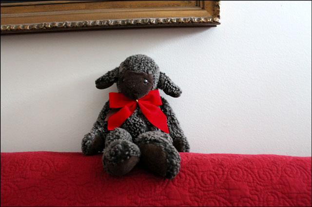 daisy-lamb-christmas-bow