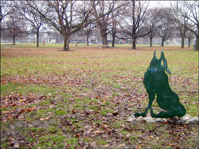 wolf-sculpture-in-the-fall