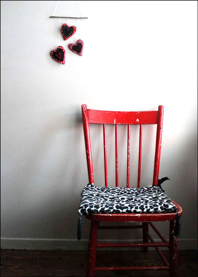 handmade-valentine-decoration-cotton-and-felt-heart-wall-hanging-2
