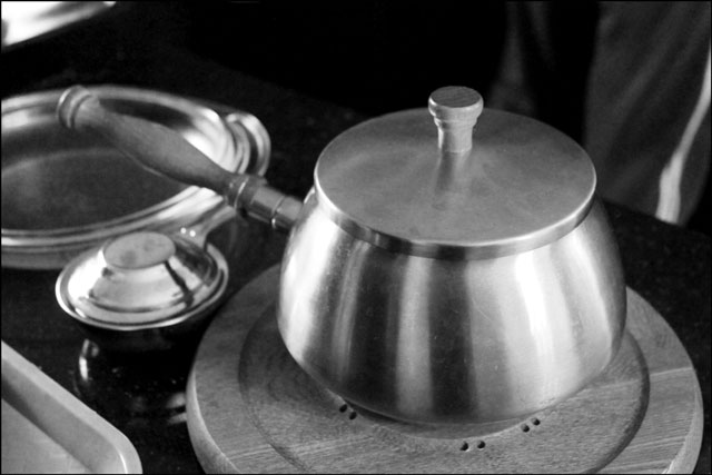 fondue-pot
