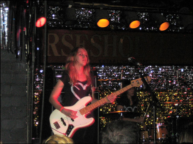 kate-nash-bass-player