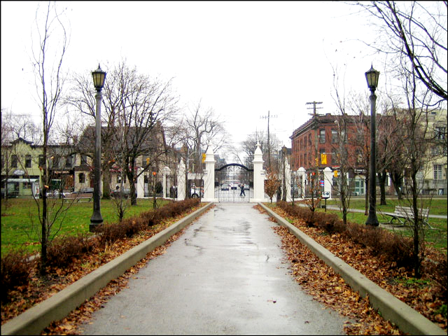 trinity-bellwoods-gate-fall 2012