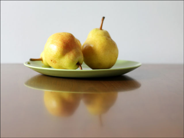 pears-on-green-plate