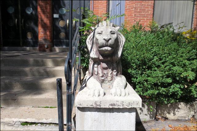 lion-at-424-wellington