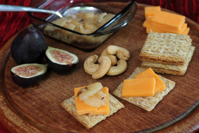 cheese-and-apple-relish-snack-plate