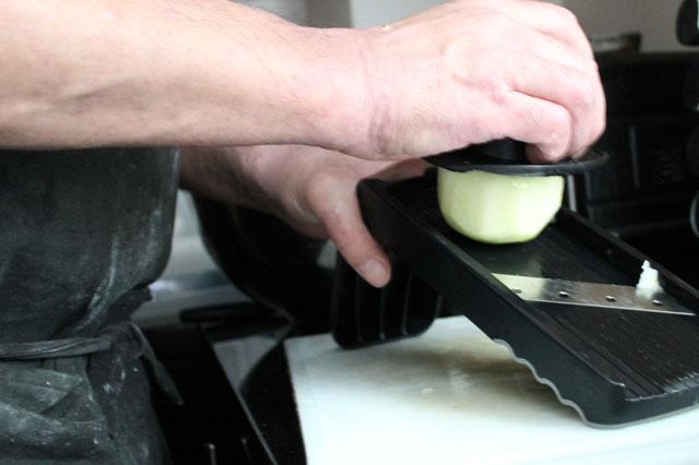 using-mandoline-to-cut-apples