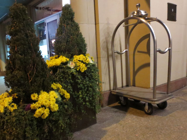 hotel-luggage-rack