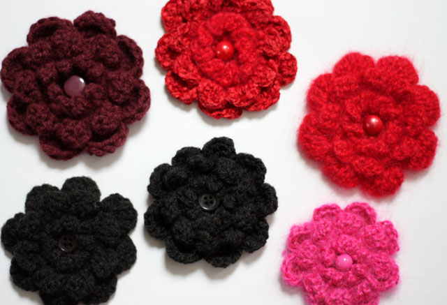 crocheted-flowers-close-up
