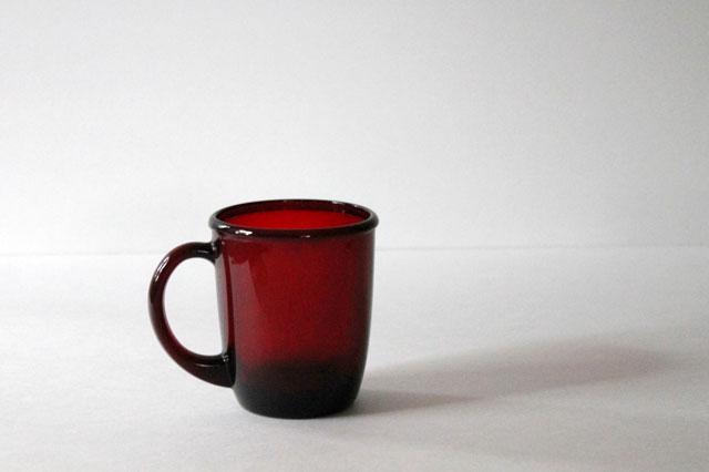 thrifted-red-glass-mug