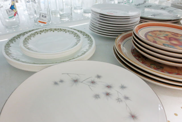 corelle-left-behind-thrift-store