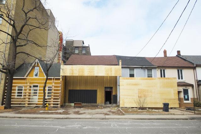 618-richmond-street-west-yellow-house-02