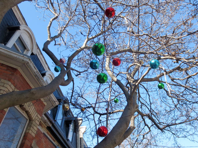baubles-in-a-tree