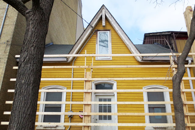 old-yellow-house-before-tear-down3