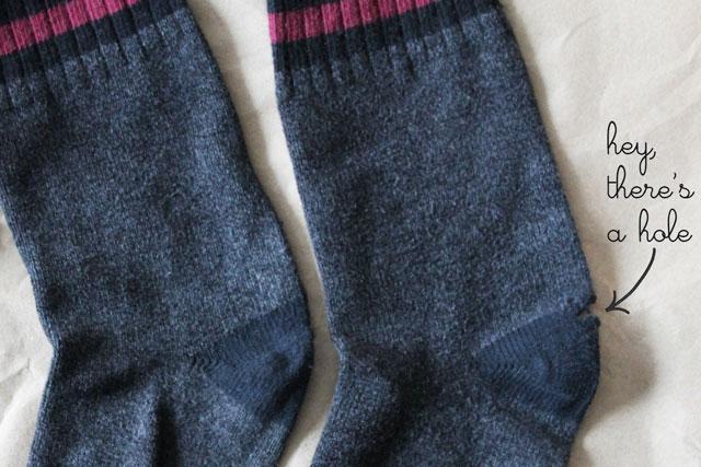 repurpose-socks-to-fingerless-gloves