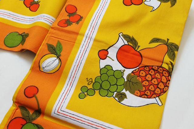 thrifted-vintage-tablecloth-unused