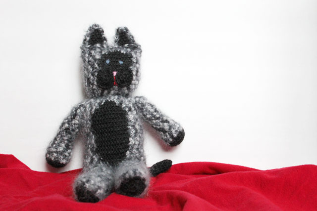 crocheted-cat-doll-02