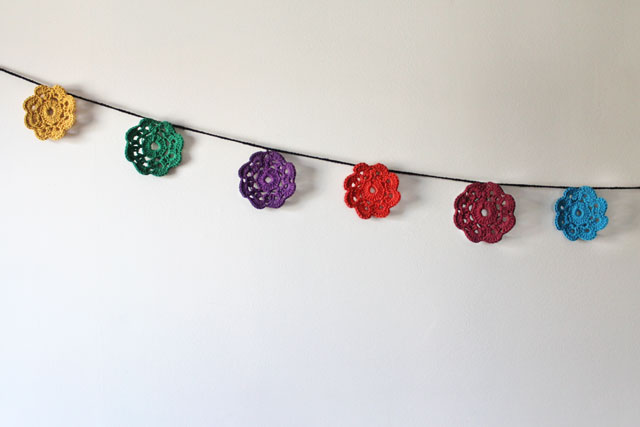 crocheted-maybelle-flower-garland-wall-decoration