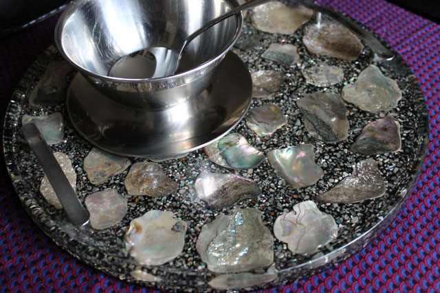 vintage-serving-tray-resin-with-shells