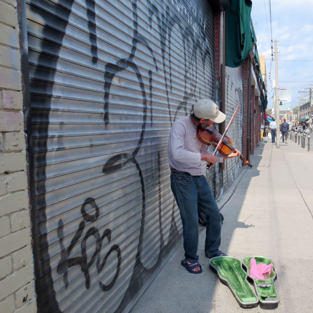 violin-player-kensington-market