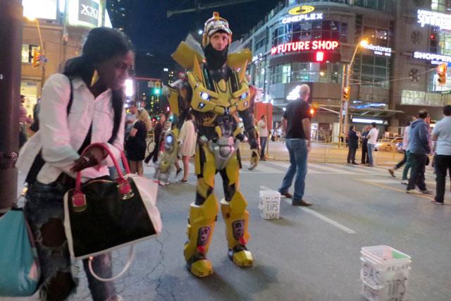 robot-dundas-square