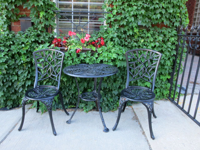 cast-iron-table-and-chairs