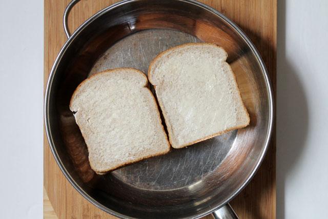 making-fresh-herb-grilled-cheese-sandwich-step-4