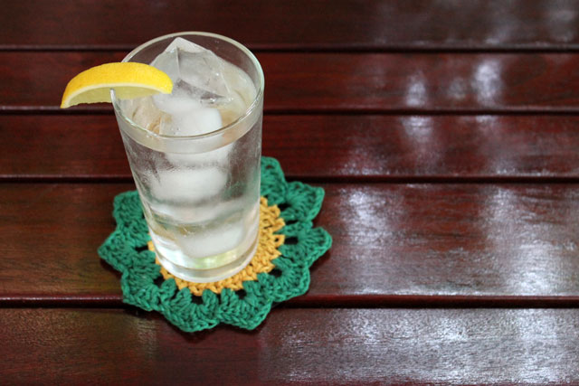 crocheted-coaster-simpleartsplanet-free-pattern-with-added-waterproof-backing