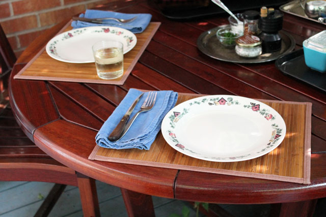 table-set-outdoors