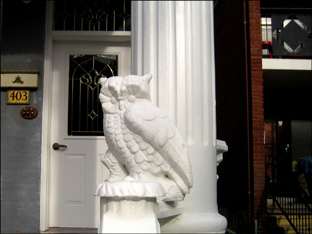 plaster-owl-guarding-house
