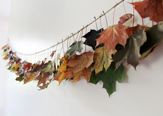 fall-decorative-garland-made-with-crocheted-twine-chain-and-maple-leaves