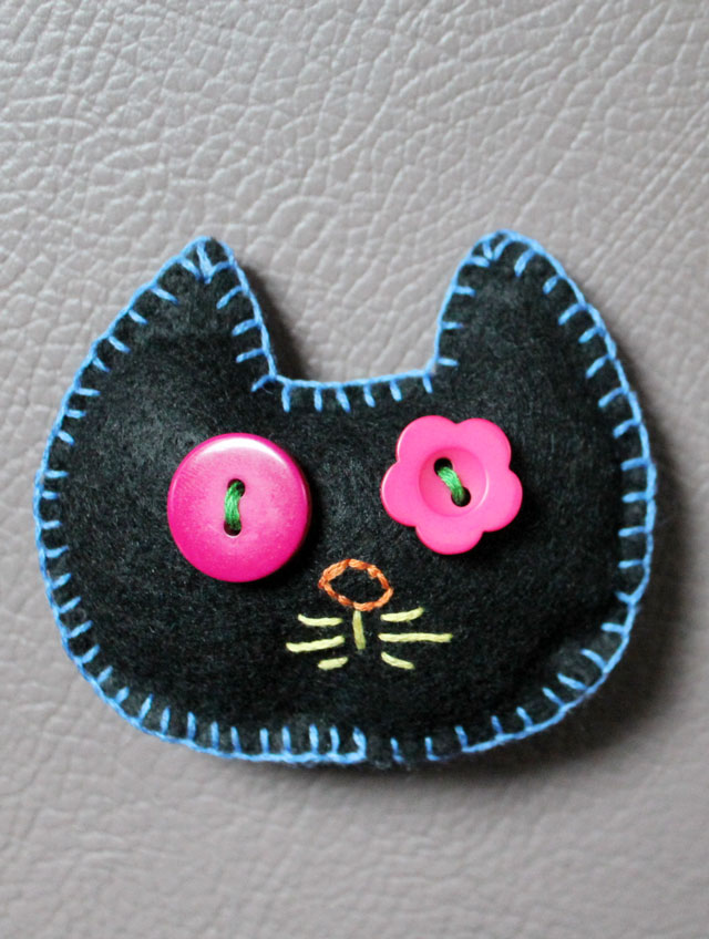 felt-embroidery-and-buttons-cat-head-could-be-brooch