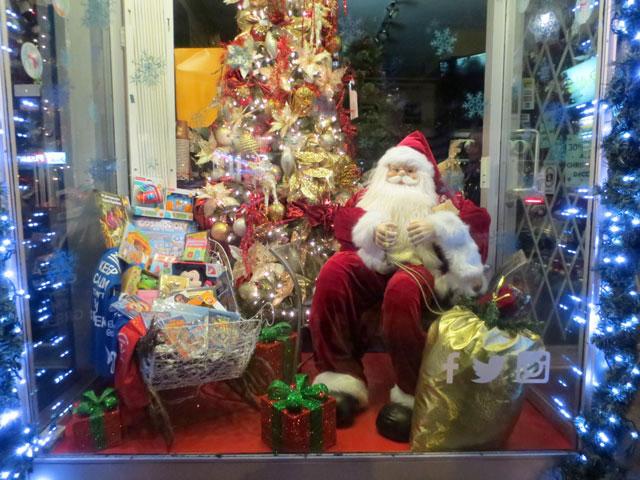 santa-in-a-shop-window