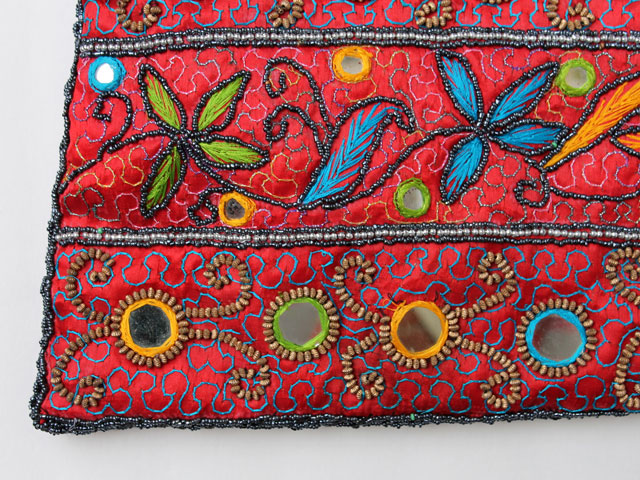 thrifted-beaded-and-embroidered-bag-close-up