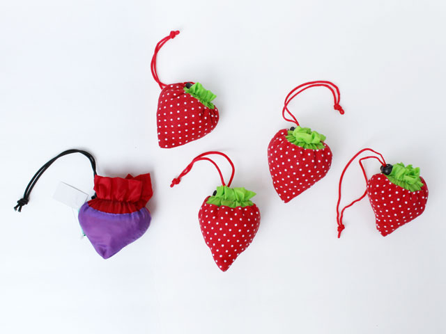thrifted-tote-bags-strawberries
