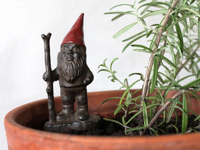 cast-iron-gnome-for-house-plant-2