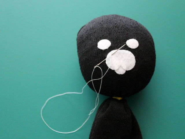 making-stuffed-doll-from-a-sock-face