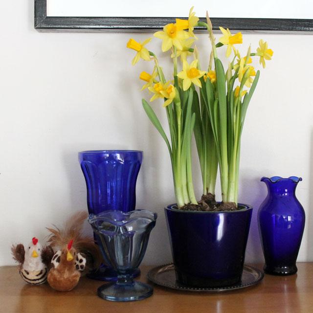 decorating-with-vintage-cobalt-blue-glass