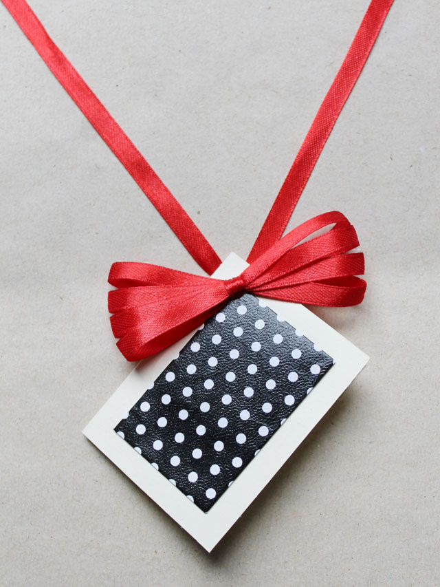 diy-handmade-tiny-gift-card-made-with-wrapping-paper