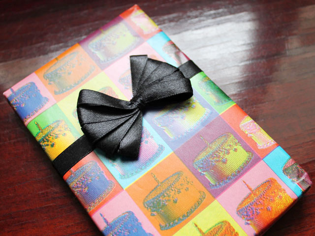 how-to-make-a-ribbon-bow-using-a-comb-for-gift-wrapping