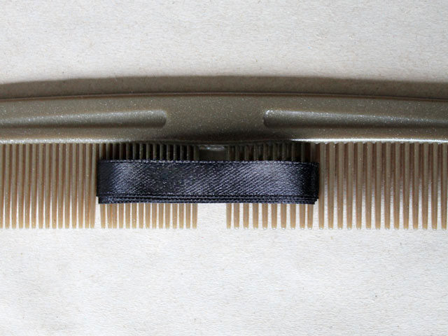 how-to-make-ribbon-bow-for-gift-wrapping-using-a-comb