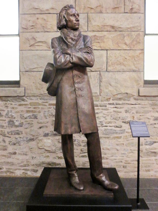 statue-of-franz-liszt